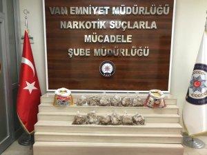 Uçakla İstanbul'a götürülmek istenen 6 kilo eroin polise takıldı