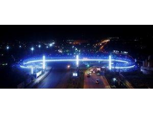 Büyükşehir olimpiyat kentini ışıl ışıl aydınlattı
