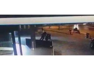 İstanbul'un göbeğinde motosiklet hırsızlığı kamerada