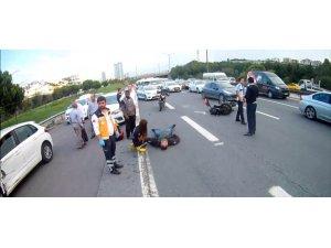TEM otoyolunda EDS'den kaçan sürücü motosiklete çarptı: 1 yaralı