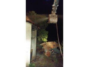 Dursunbey'de tek katlı ev alevlere teslim oldu