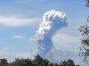 Endoezya'da deprem, tsunami, şimdi de yanardağ