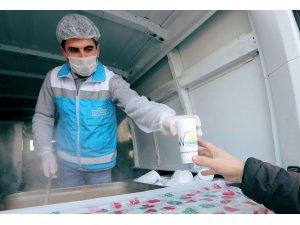 Van Büyükşehir Belediyesinden sıcak çorba dağıtımı