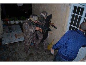 Edremit'te özel harekatlı şafak operasyonu: 19 gözaltı