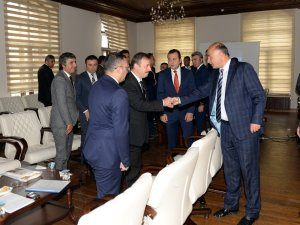 """Vali Azizoğlu: """"Devletin kaynaklarını doğru yerlerde kullanın"""""""