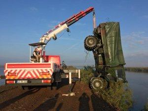 Askeri araç nehre devrildi: 5 yaralı