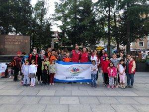Çorlu Gençlik Merkezi çocuklarla meydanlara çıktı