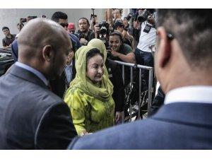 Eski Malezya Başbakanı Rezak'ın eşi yolsuzluktan tekrar gözaltına alındı
