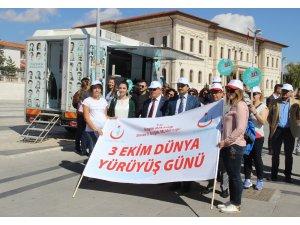 'Her gün on bin adım' sloganıyla yürüdüler
