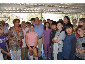 Yabancı öğrencilerden hayvan barınağına ziyaret