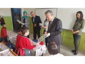 Yozgat'ta öğrencilere çocuk dergisi dağıtıldı