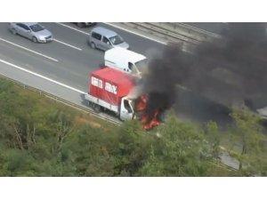 TEM Otoyolu'nda kamyonet alev alev yandı