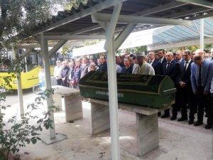 Öğretmen Kalıpçıoğlu gözyaşlarıyla toprağa verildi