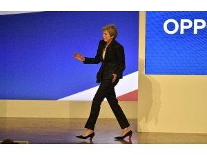 Theresa May, dansıyla toplantıya damga vurdu