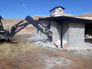 Göktepe Yaylasında kaçak yapılar yıkıldı