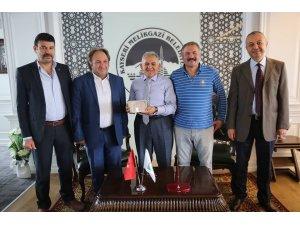 Kayseri Gemerekliler Dernek yönetimi Başkan Memduh Büyükkılıç'ı ziyaret etti