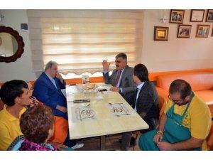 Başkan Özaltun, down kafeyi ziyaret etti