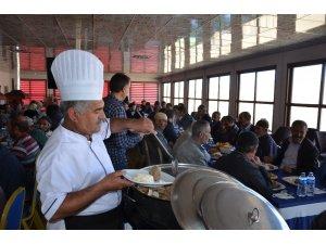 Çat Belediye Başkanı Kılıç, personeli ile yemekte bir araya geldi