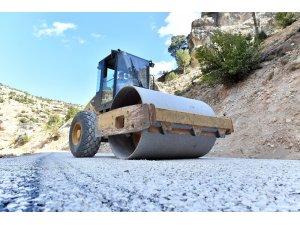 Mersin'de kırsal bölgelerdeki asfalt atağı sürüyor