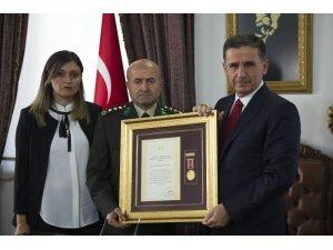 15 Temmuz gazisi Albay Pınarbaşı'na Devlet Övünç Madalyası