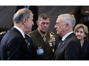 Milli Savunma Bakanı Akar NATO toplantısında