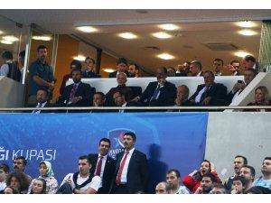 Bakan Soylu ve Başkan Ali Koç, Fenerbahçe - Anadolu Efes maçında