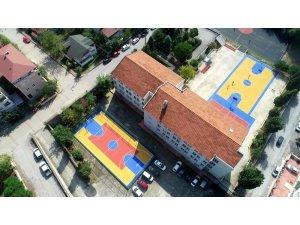 Okullar spor sahalarıyla renkleniyor