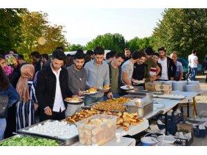 Gediz protokolü üniversite öğrencileri ile kahvaltıda buluştu