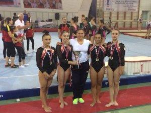 Karşıyaka'nın başarılı sporcularına ödül