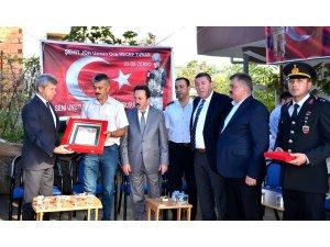 Zonguldak  Valisi Çınar şehit ailesi ile bir araya geldi