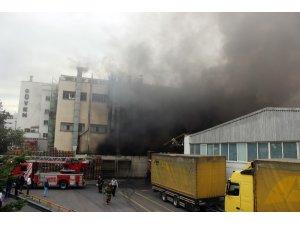 Küçükçekmece'de tekstil fabrikasındaki yangın söndürüldü