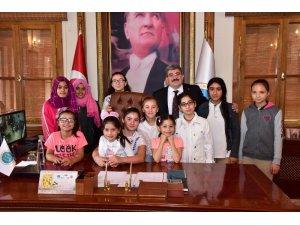 Kız çocuklarından Başkan Can'a ziyaret