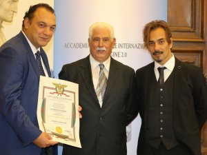 Deniz Haber Ajansı Roma Temsilcisi Dündar Keşaplı, uluslararası prestijli 'Cartagine' ödülüne layık görüldü
