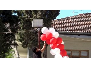 Suriyeli çocukların balon izdihamı