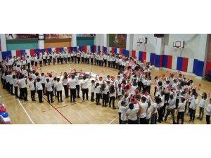 Öğrencilerin 'ay yıldız' koreografisi gururlandırdı