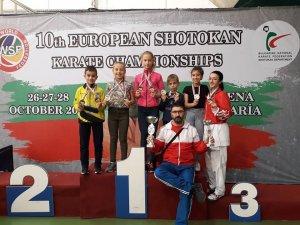 Biga Belediyesi Karate Okulu ve Kepezspor sporcularının büyük başarısı