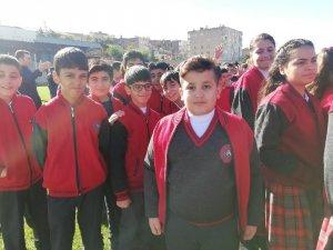 Teröristlerden kaçan çocukların Cumhuriyet sevinci