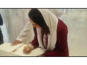 İsrailli Bakan Abu Dabi'deki Şeyh Zayıd Camii'nde dolaştı