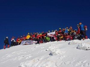 100 dağcıdan 29 Ekim tırmanışı
