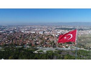Eskişehir'in en yüksek tepesine dev Türk bayrağı