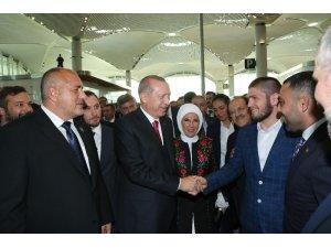 İstanbul Yeni Havalimanı'nın açılışına dünya şampiyonu dövüşçü de katıldı