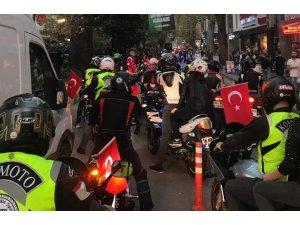 Motosiklet tutkunları, motosikletlerini Cumhuriyet için sürdü