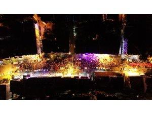 Kaş'ta binlerce vatandaş fener alayında buluştu