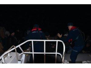 Kuşadası Körfezi'nde 17'si çocuk 37 kaçak göçmen yakalandı