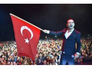 Ferhat Göçer Çorlu'da sahne aldı