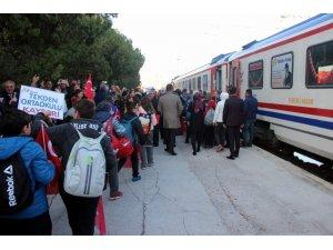 Tekden Cumhuriyet Treni Sivas'a doğru yola çıktı