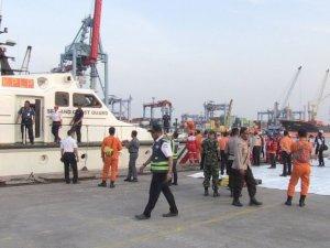 Endonezya'da denize düşen yolcu uçağında 24 kişinin cesedi bulundu
