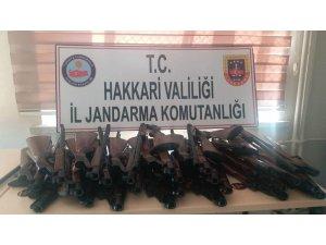 Şemdinli'de 30 adet av tüfeği ele geçirildi