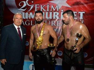 Altın kemerin sahibi Mustafa Batu oldu