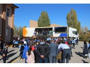 Öğrenciler Deprem Simülasyon Tırında depremi bire bir yaşadı